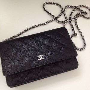 CHANEL | Classic Caviar Wallet on Chain